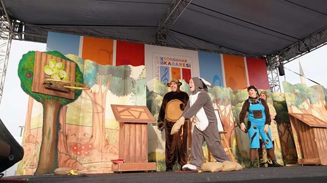 İBB, İstanbulluları tiyatro ile buluşturmaya devam ediyor