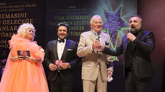 """""""Türk Sinemasını Geçmişten Geleceğe Taşıyanlar"""" ödüllerini aldılar"""