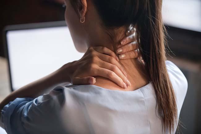 Doç. Dr. Arel Gereli omuz, el ve bilek ağrıları hakkında uyarılarda bulundu