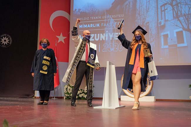 Yıldız Teknik Üniversitesi mezuniyet törenleri başladı