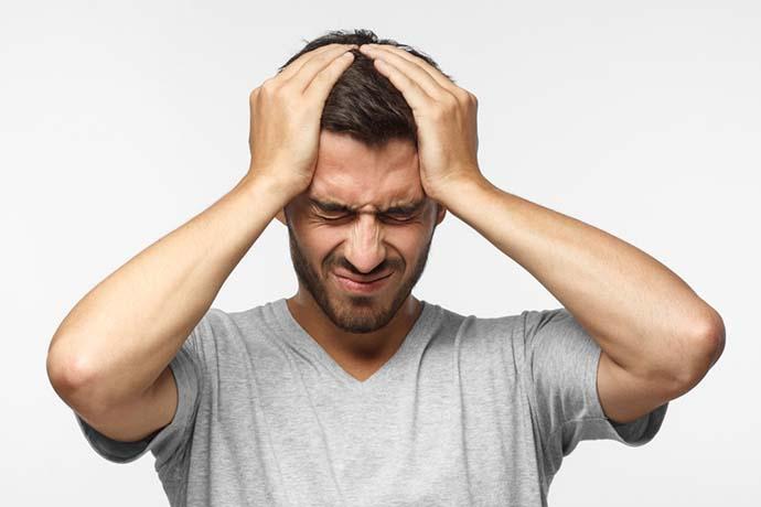 Baş ağrısı, bulantı, dalgınlık, ışığa hassasiyet beyin anevrizmasının 4 kritik belirtisidir!
