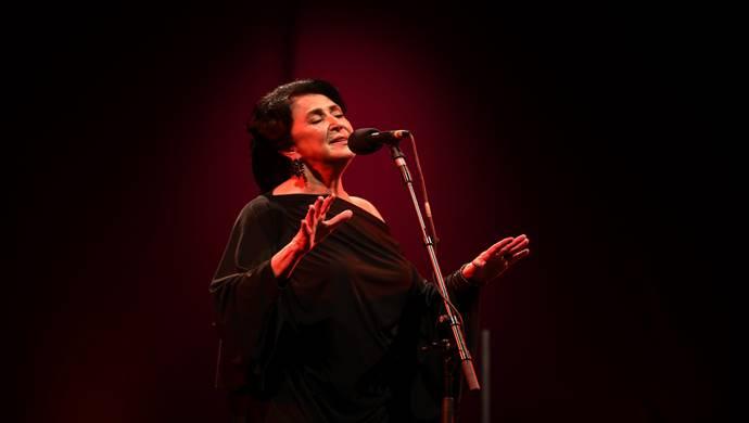 Türk Sanat Müziği yorumcusu Melihat Gülses sanatseverlerle nostaljik buluşma