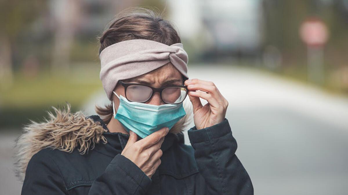 Maske kullanırken gözlük camlarının buğulanmasını önlemek için öneriler