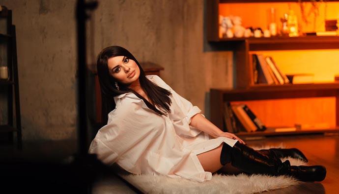"""Mina Huseyn, yeni şarkısı """"Emanet"""" ile tüm müzik platformlarında yerini aldı."""